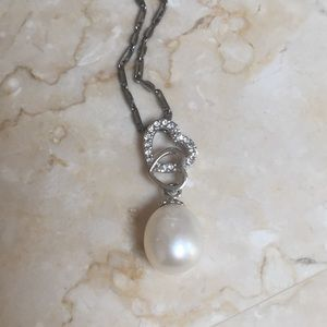 Jewelry - Beautiful delicate pearl necklace